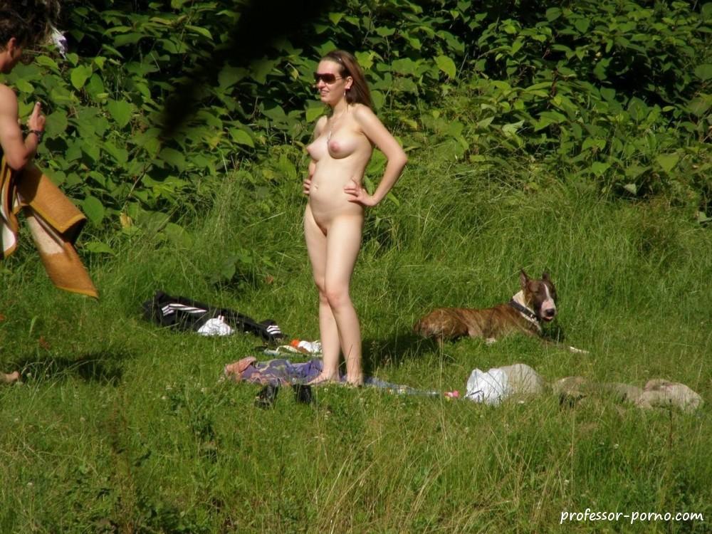Русские девушки в мини бикини трахаются на природе падает обморок