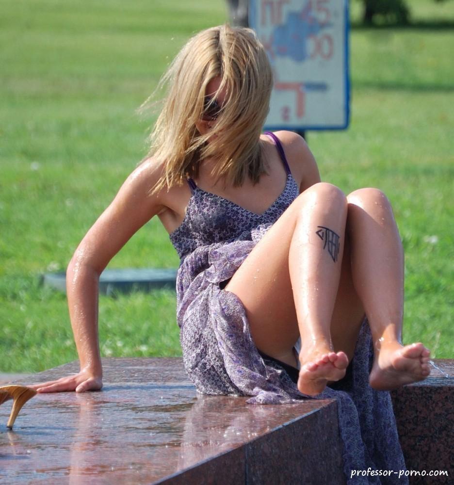 women-masterbating-in-public-upskirt